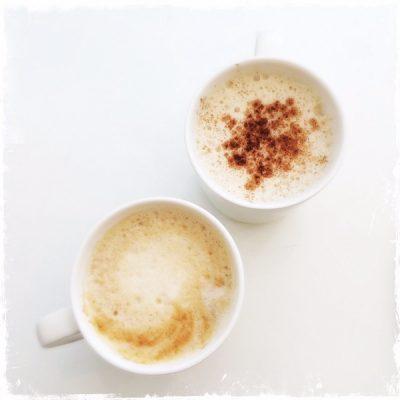 Peanut butter et chaï lattes véganes Comptoir Veggie