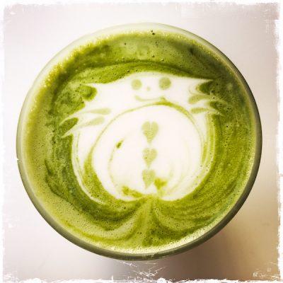 Matcha latte vegan chez Umami Matcha Café