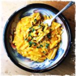 Macaronis véganes à la butternut et à la sauge