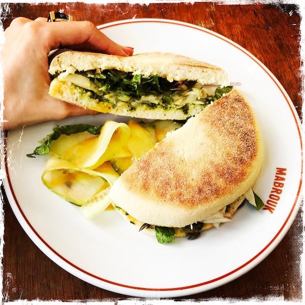Sandwich à l'avocat végane chez Mabrouk Paris